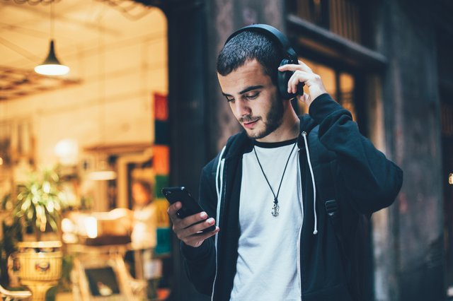 Best wireless headphones UK 2021:  noise-cancelling Bluetooth headphones from Bose, Marshall, and Nura