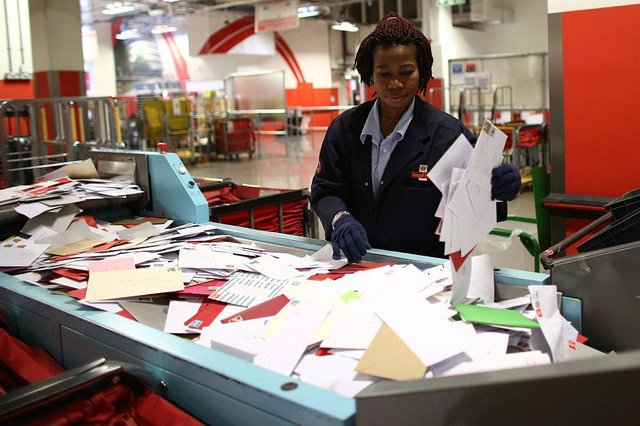 An employee sorts deliveries at Royal Mail's Mount Pleasant Mail Centre. (Photo: Carl Court/Getty Images)