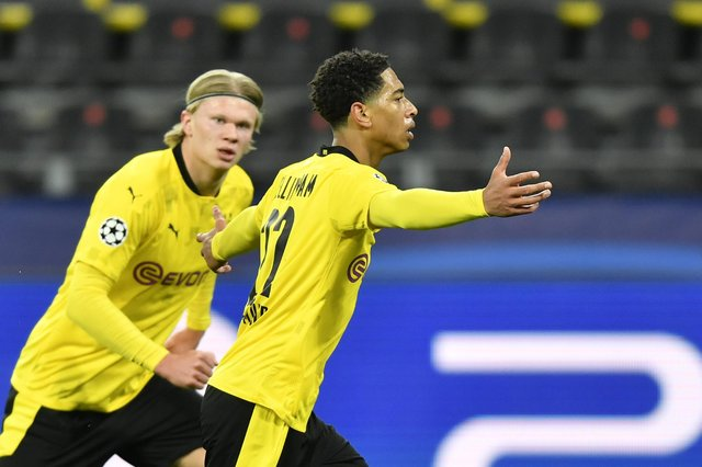 Borussia Dortmund's Jude Bellingham celebrates scoring their side's first goal of the game during the UEFA Champions League, quarter final, second leg match against Man City.