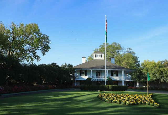 The iconic Founders Circle and clubhouse of Augusta National Golf Club (Getty Images)