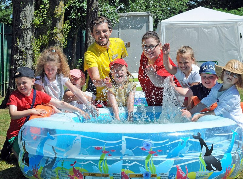 Enjoy some fun in the paddling pool quickly and easily this late May Bank Holiday with our great tips