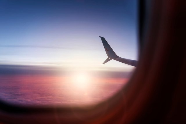 Beautiful view out of the window of a boeing 737 by TUI fly airline. (Shutterstock)