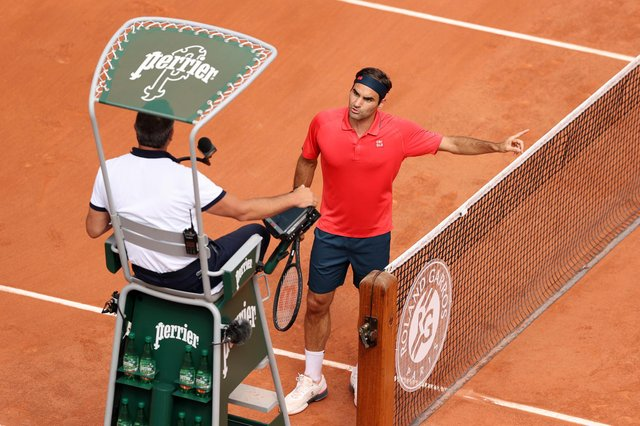 Roger Federer of Switzerland argues with the umpire during his men's second round match against Marin Cilic of Croatia during day five of the 2021 French Open at Roland Garros on June 03, 2021 in Paris, France. (Pic: Getty Images)