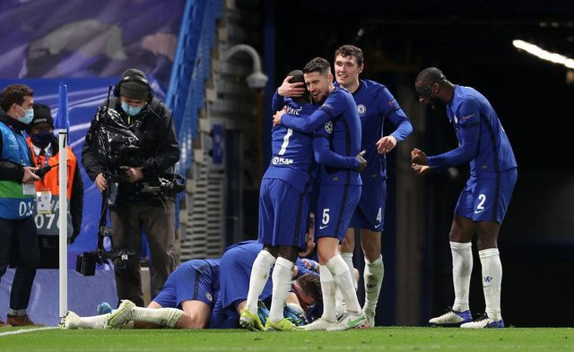 Jorginho, Ngolo Kante, Andreas Christensen and Antonio Ruediger of Chelsea celebrate after Mason Mount (obstructed) scored their team's second goal during the UEFA Champions League Semi Final Second Leg match between Chelsea and Real Madrid at Stamford Bridge.