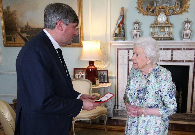 LONDON, ENGLAND - MAY 29: Queen Elizabeth II presents Simon Armitage with The Queen's Gold Medal for Poetry upon his appointment as Poet Laureate during an audience at Buckingham Palace on May 29, 2019 in London, England. (Photo by Jonathan Brady - WPA Pool/Getty Images)