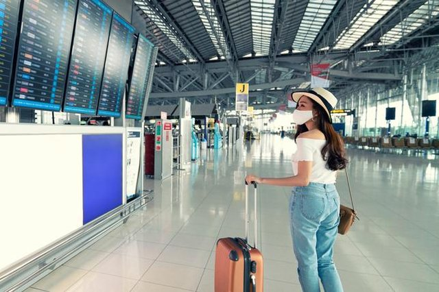 Confusion remains in place regarding whether or not people should book to go abroad this summer, as ministers give drastically different advice (Photo: Shutterstock)