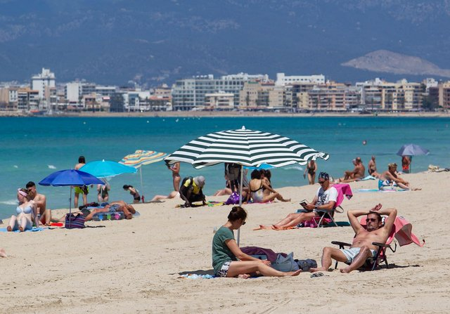 Ministers are looking to scrap the self-isolation requirement for travellers returning from an amber list country (Photo: Getty Images)