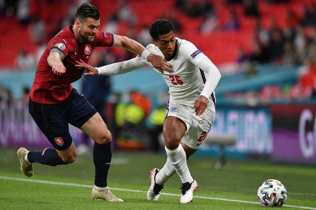 England's midfielder Jude Bellingham (R) and Czech Republic's defender Ondrej Celustka vie for the ball during the UEFA EURO 2020 Group D football match between Czech Republic and England  (Photo: JUSTIN TALLIS/POOL/AFP via Getty Images)