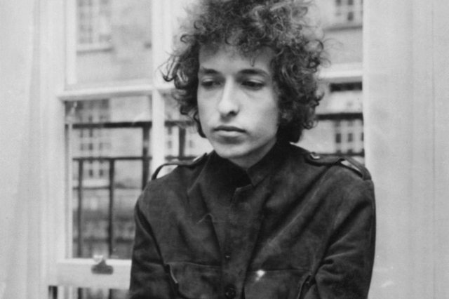Bob Dylan at a 1966 press conference in London (Photo: Express Newspapers/Getty Images)