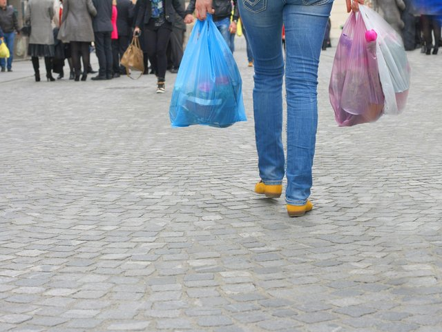 All stores in England will have to increase the price of single-use plastic bags (Shutterstock)