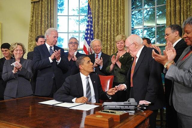 Frank Kameny (R) with President Barack Obama.