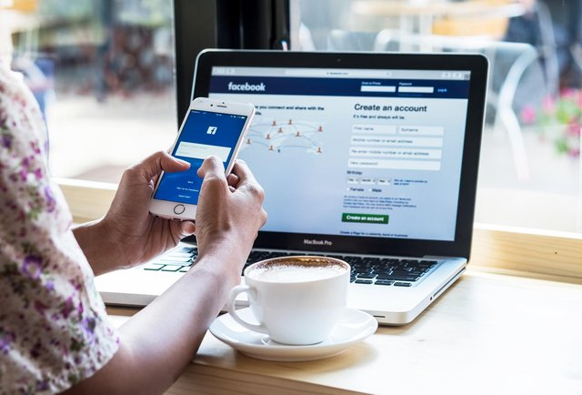 Facebook News will now let users in the UK set a location (Photo: Shutterstock)