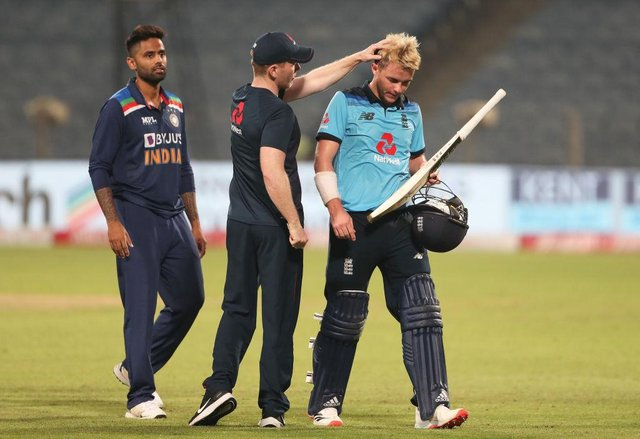 Eoin Morgan commiserates with Sam Curran after his heroics were in vain as England lost the third One Day International match against India.