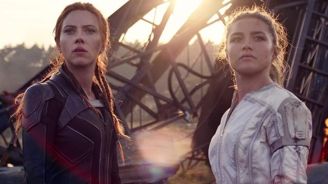 Scarlett Johansson and Florence Pugh in Black Widow (Marvel Studios 2021)